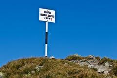 Пик ` caprei Iezerul ` индикатора на высоте 2417 m Стоковое Изображение