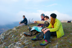 пик hikers сидит Стоковые Изображения RF