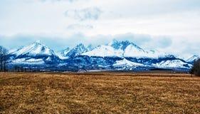 Пик Lomnicky, высокое Tatras, Словакия, сезонная сцена стоковое фото rf
