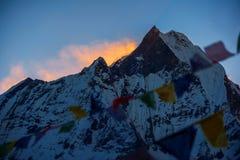 Пик Machapuchare на восходе солнца от базового лагеря Annapurna, Непала Стоковое Изображение