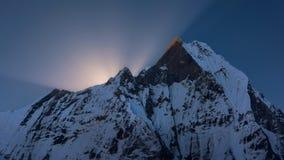 Пик Machapuchare на восходе солнца от базового лагеря Annapurna, Непала Стоковая Фотография