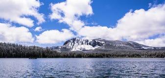 пик paulina озера предпосылки Стоковая Фотография