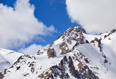 Пик Snowy в горах Стоковые Фото