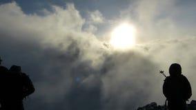 Пик Uhuru, верхняя часть Mount Kilimanjaro в Танзании, Африке акции видеоматериалы