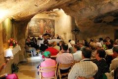 Пилигримы во время MASS. Иерусалима, Израиля. Стоковые Фотографии RF