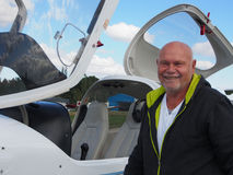 Пилот на вашем малом белом самолете Стоковые Изображения