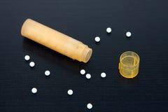 пилюльки бутылки гомеопатические Стоковые Фотографии RF