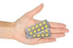 Пилюльки в волдыре, таблетки медицины лекарства в руке, изолированной на белой предпосылке Фармация и лекарство Стоковые Фотографии RF
