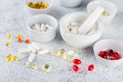 Пилюльки, таблетки и капсулы медицины Стоковые Фотографии RF