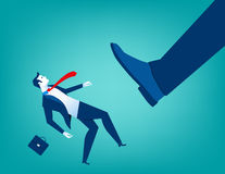 Пинать ноги бизнесмена большой маленькие люди Стоковая Фотография
