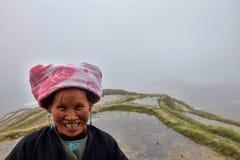 ПИНГ, †LONGSHENG АВТОНОМНОЙ ОБЛАСТИ GUANGXI, КИТАЯ «ОКОЛО июнь 2016: Портрет длинной женщины волос от этнического меньшинства Y Стоковое Изображение