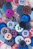 Пинк и голубые шить кнопки Стоковое Изображение RF