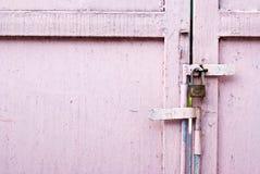 пинк металла двери Стоковая Фотография