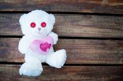 Пинк плюшевого медвежонка дня валентинок Стоковые Изображения RF