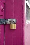 пинк padlock двери Стоковое фото RF