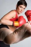 пинок девушки бокса Стоковая Фотография