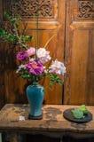 Пионы в китайской вазе Стоковая Фотография