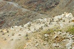 Пирамида из камней в горах Альпов, привлекательность ориентир ориентира в Швейцарии Стоковое Изображение