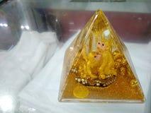 Пирамида обезьяны золота стоковая фотография rf