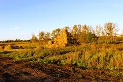 Пирамида составлена шариков сена в лучах захода солнца Стоковая Фотография