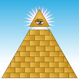 пирамидка глаза финансовохозяйственная золотистая Стоковая Фотография RF