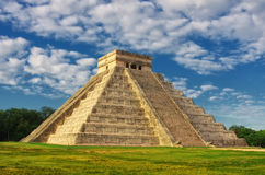 Пирамида в Chichen Itza, виске Kukulkan yucatan Мексика Стоковое Изображение RF