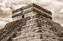 Пирамида в Chichen Itza, виске Kukulkan yucatan Мексика Стоковое фото RF