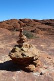 Пирамида из камней на следе королей Каньона в Австралии Стоковая Фотография RF