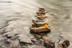 Пирамида из камней утеса Дзэн Стоковые Изображения