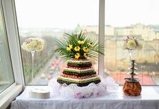 Пирамида с свежими фруктами на банкете свадьбы Стоковое Изображение