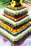 Пирамида с свежими фруктами на банкете свадьбы Стоковые Изображения