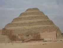 Пирамида шага под ремонтом в Каире Египте Стоковые Фотографии RF