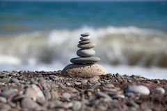 Пирамидка камушков моря Стоковое Фото