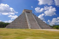 Пирамидка Kukulcan солнца Chichen Itza Стоковая Фотография
