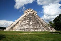 Пирамидка Kukulkan, Chichen Itza Стоковая Фотография RF