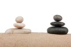 2 пирамидки на песке Стоковые Фотографии RF