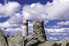 2 пирамиды из камней на верхней части горы Стоковая Фотография RF