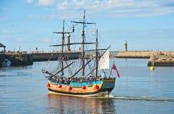 Пират Galleon: отключения вокруг залива на Whitby Стоковое фото RF