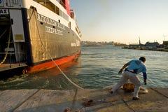 ПИРЕЙ, ГРЕЦИЯ: Порт Пирея обычно покрывает план-графики к самым популярным греческим островам Стоковое Изображение RF