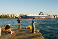 ПИРЕЙ, ГРЕЦИЯ: Порт Пирея обычно покрывает план-графики к самым популярным греческим островам Стоковое Фото