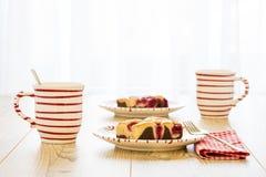 2 пирога и 2 чашки Стоковые Изображения RF