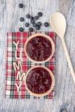 2 пирога плодоовощ с голубиками на деревянной предпосылке Стоковое Фото