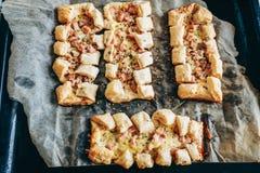 Пироги печенья слойки вегетарианские малые перед печь Стоковая Фотография RF