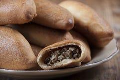 Пироги с грибами и семенить мясом Стоковые Изображения RF
