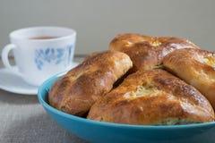 Пироги с капустой и чаем Стоковое Фото