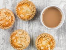 Пироги Bakewell с кружкой чая Стоковое Изображение