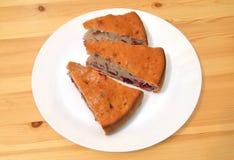 Пирог вишни на плите Стоковое Изображение RF