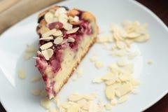 Пирог вишни с хлопьями миндалины Стоковое Изображение RF