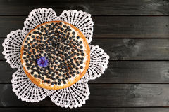 Пирог голубики на черной деревянной предпосылке Стоковые Фотографии RF