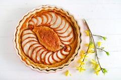Пирог груши с мукой миндалины, печеньем классики десерта лета Стоковые Изображения RF